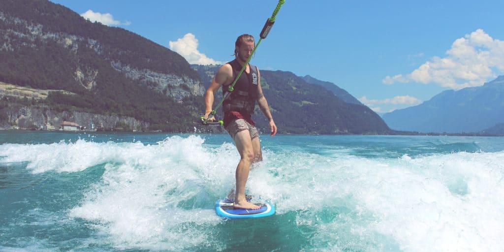 wake_surfing
